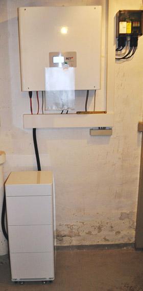 Mini-Speicher und Wechselrichter im Keller Nürtingen